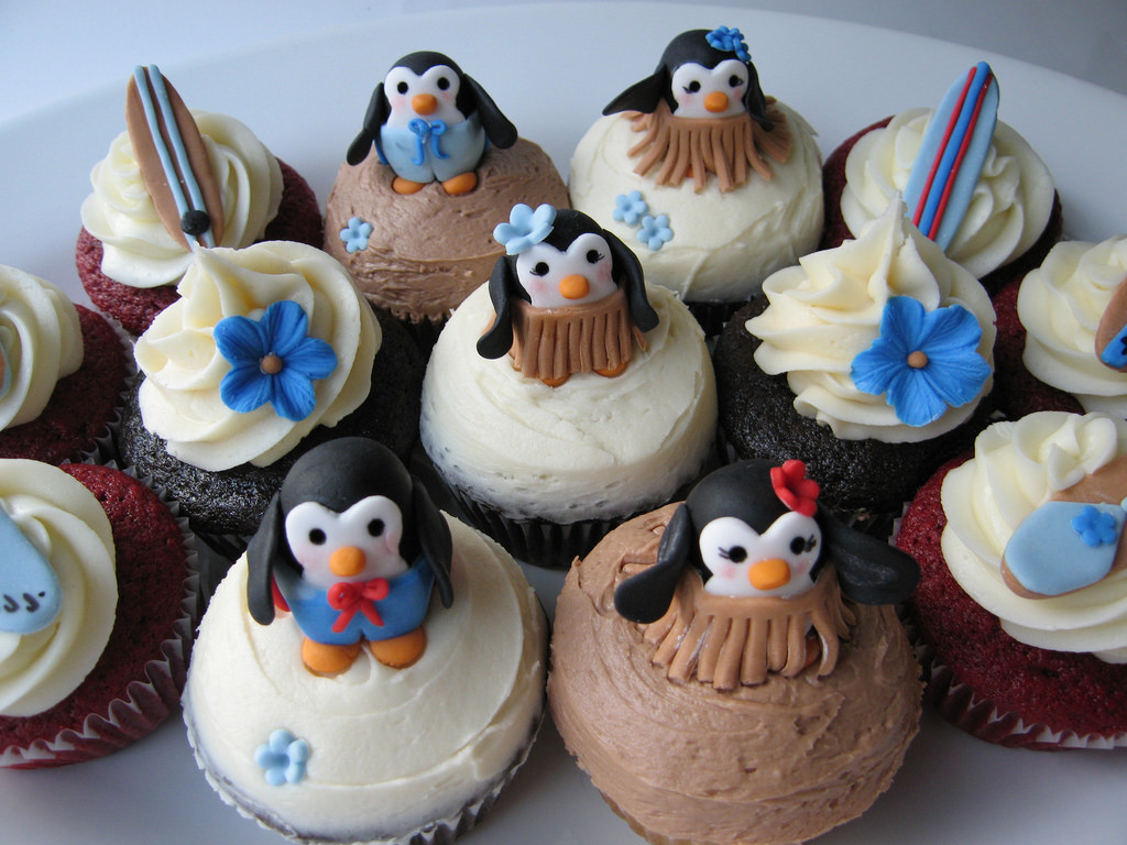 How to Make the Most Perfectly Designed Penguin Cupcakes