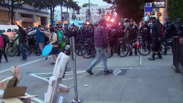 Seattle police move in to clear protesters from Chop zone