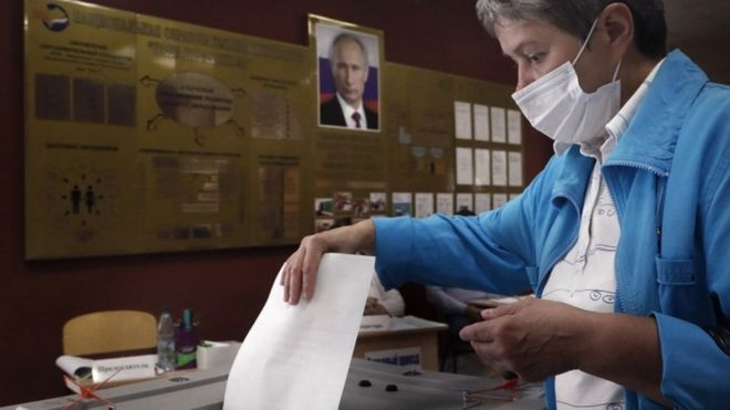 Russia reforms: Early results suggest President Putin victory in reform vote