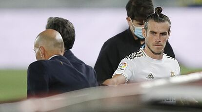 No dialogue or even looks between Zidane and Bale in a completely broken relationship
