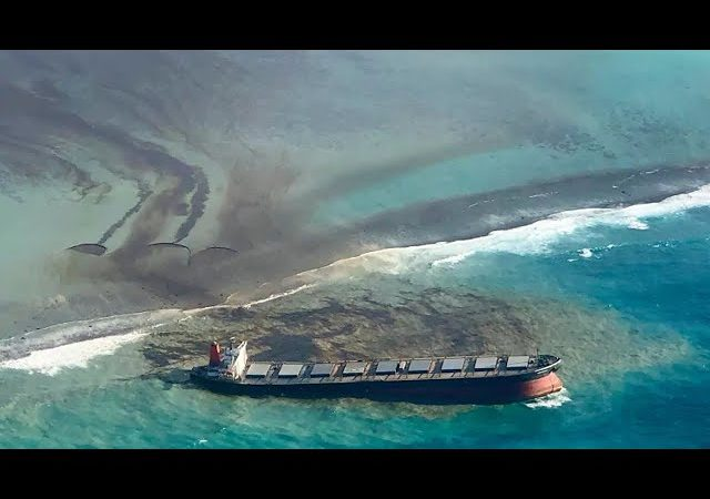 Race to clean up Indian Ocean oil spill