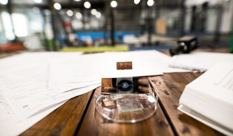 UW engineering students create smartphone camera zoom lens that keeps picture quality